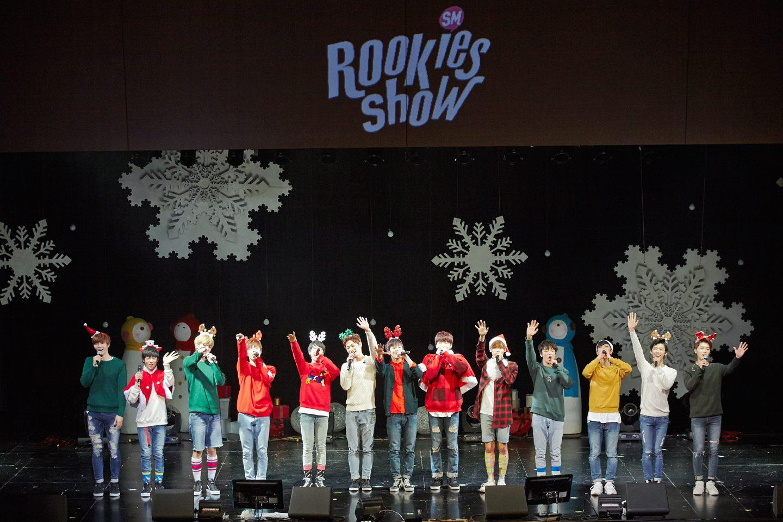 SM娛樂還有SM ROOKIES,雖然還未正式出道但是在他們自己的劇場會先透過公演讓粉絲們能夠共同參與這些預備藝人成長以及出道的過程