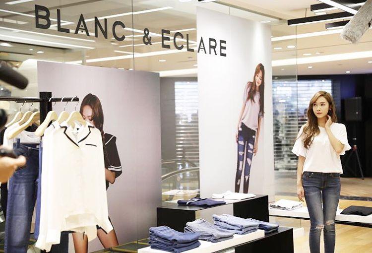 她的店面進駐中國百貨公司,展開全球佈局,在香港與澳門也與品牌合作進駐太陽眼鏡商品。不僅如此,她在韓國的快閃店,創下4小時賺進1000萬韓幣的紀錄。她也以家住80億韓幣豪宅,開1.4億的車被新聞報導過。
