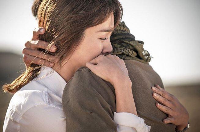 2016上半年造成轟動的韓劇《太陽的後裔》,在劇中宋仲基展現了許多撩妹技巧,不論是少女還是姊姊,全都為宋仲基而瘋狂~