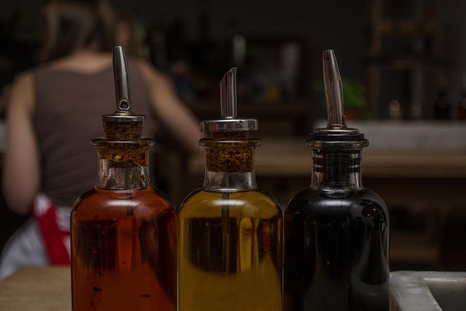 # 2 喝醋  超商裡有賣的水果醋、檸檬醋,或是黑醋,甚至是米醋都可以!(米醋不太好喝)大約按照1:5的醋和水的比例,排毒養顏哦~