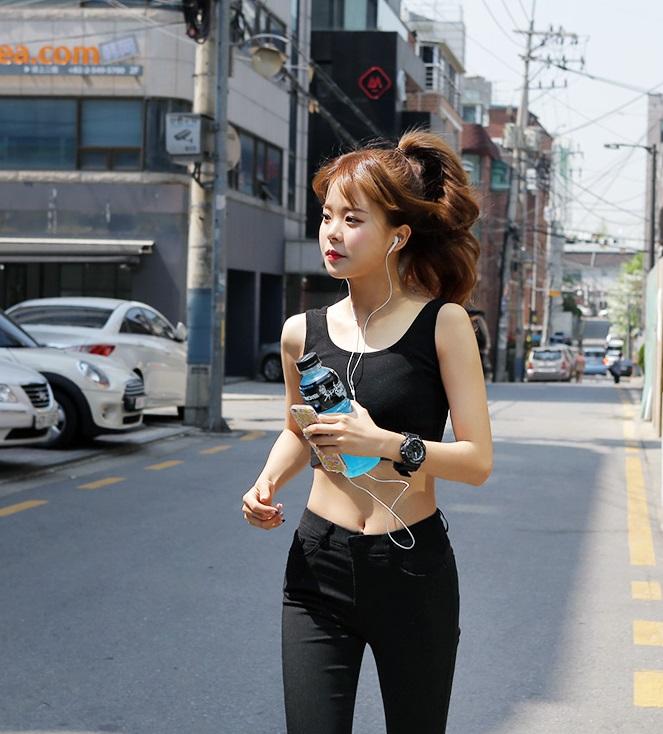 △慢跑30分鐘 慢跑其實消耗的熱量不是非常大,每天如果只是慢跑30分鐘,其實沒有辦法甩掉太多的脂肪,建議在運動後還是需要搭配肌力運動,較能夠雕塑身材。