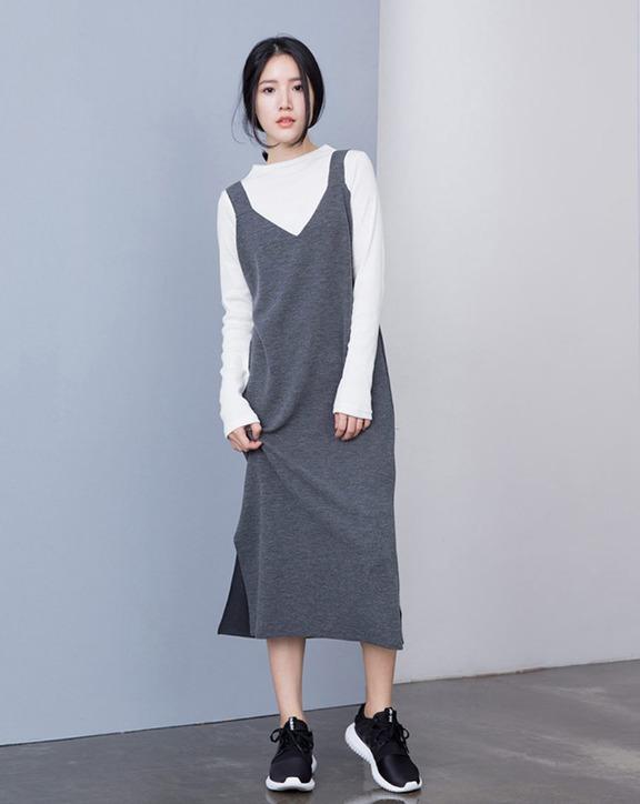貓咪曬月亮 - 吊帶V領背心 背心裙一直是今年的熱門單品,延燒到秋天也是一定要入手的款式