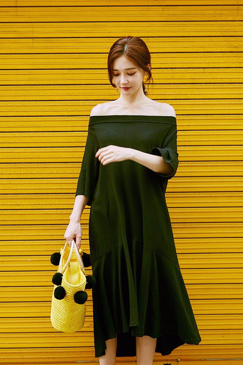 # 一字領 一字領連衣裙可以充分的展示出你性感的肩線和鎖骨,也可以略微起到拉長脖頸的作用。