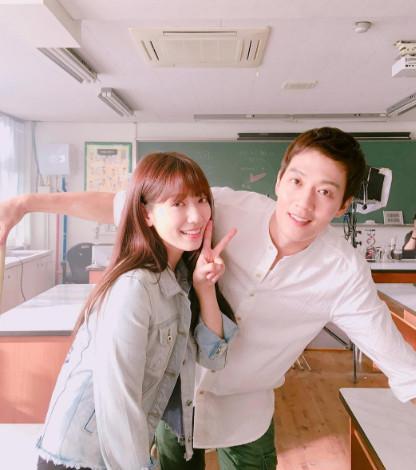 《太陽的後裔》之後一度陷入韓劇荒,自6月底播出的《Doctors》開始,跟夏日的女團大戰一樣,韓劇也陷入爭奪戰中,精彩好劇一部接一部。