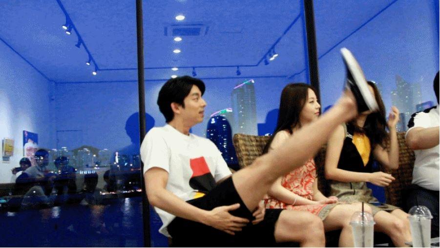 """孔劉的超完美身材,不僅女粉絲淪陷,更男性被票選為最想成為的完美身材第一名!光看大腿就知道真的""""男性美""""大爆發!"""