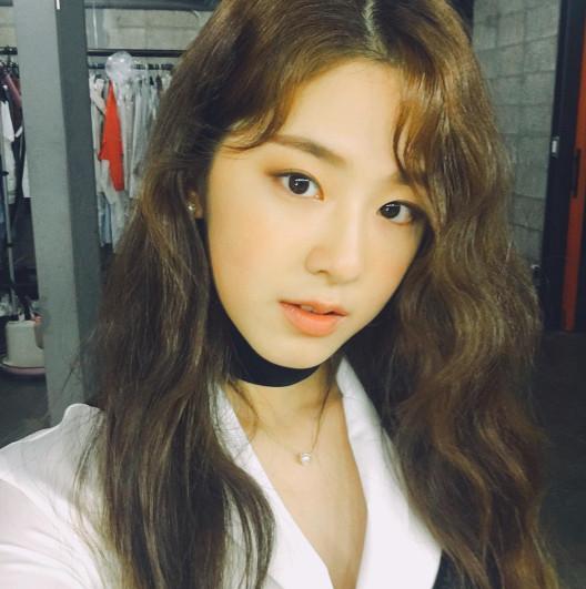 除了唱功和演技不俗外,朴慧秀在高中時學習非常刻苦,畢業後還順利考上了韓國高等學府—高麗大學的國文文學系。