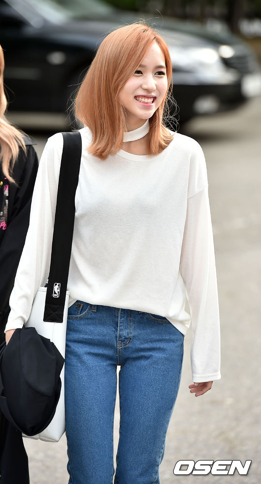 TWICE Mina 剛好跟前面提到的Joy相反,短髮的Mina多了一點淘氣的感覺!這張笑得太美了ㅠㅠ