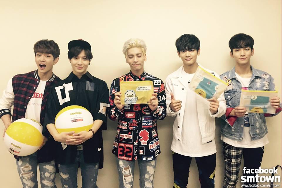 TOP 2 :: SHINee  演唱會時間:9 月 2 日~4日 原價:11 萬/張(台幣約 3440 元) 黃牛票最高票價:130 萬 / 張(台幣約 40650 元)