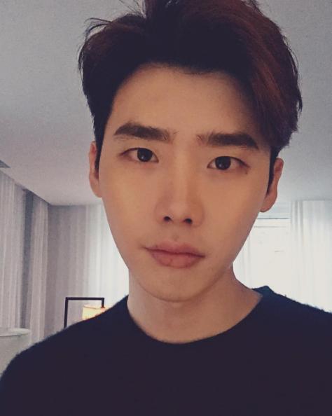 李鍾碩飾演一位超級財閥!乾淨無瑕的皮膚加上紅潤的嘴唇!