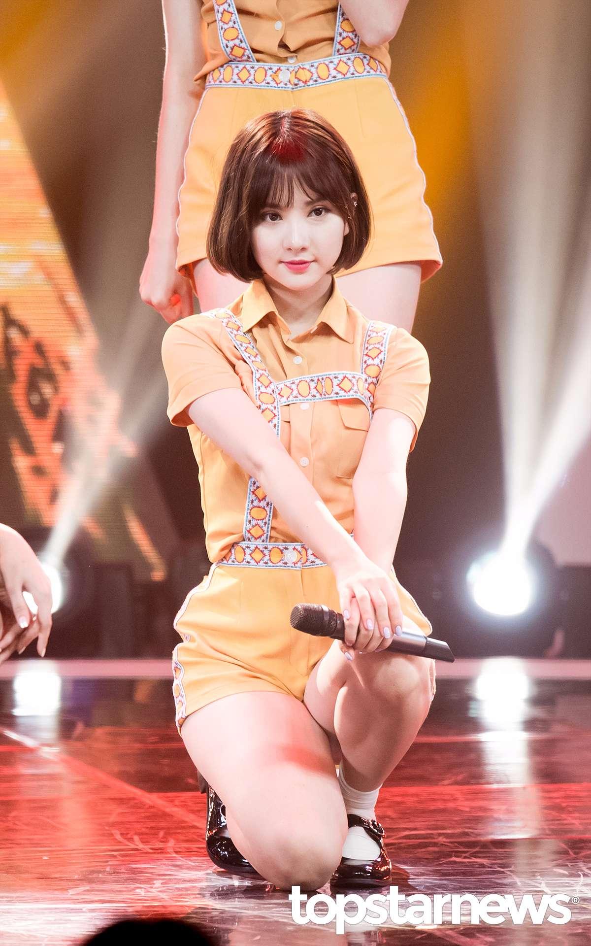 △Eunha 換了造型也整個煥然一新的Eunha,短髮不但不突兀反而更顯得可愛呢!