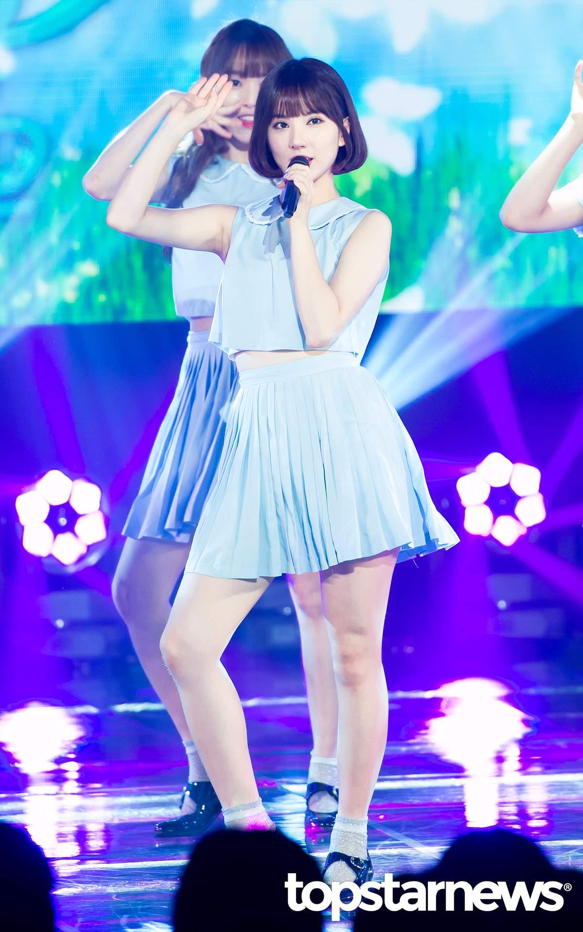 小編們非常喜歡Eunha髮尾內捲的樣子,配上齊眉毛的空氣瀏海,能夠讓人看起來更可愛!