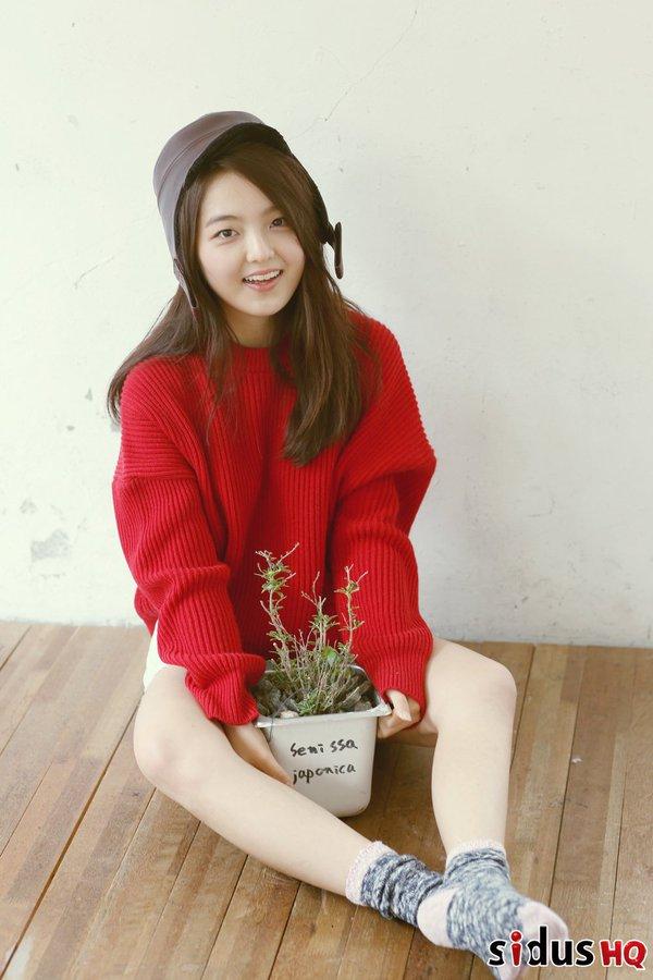 這位女演員就是童星徐信愛啦~~1998年生的她,在2004年拍攝《首爾牛奶》廣告出道,也出演過許多戲劇和電影作品。