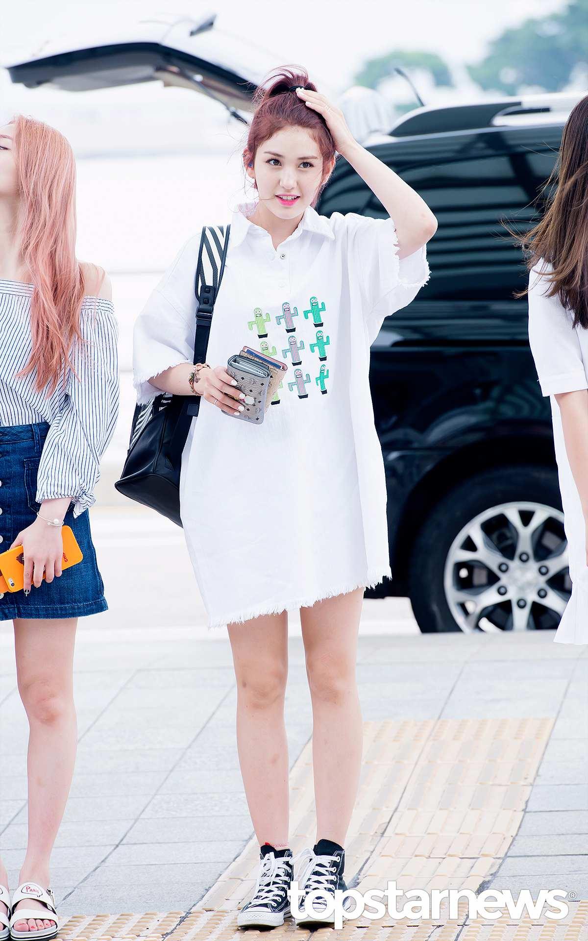 其中一位就是和子瑜同為JYP旗下偶像的I.O.I成員Somi,混血的血統讓Somi看起來確實比同齡人還要更成熟些~