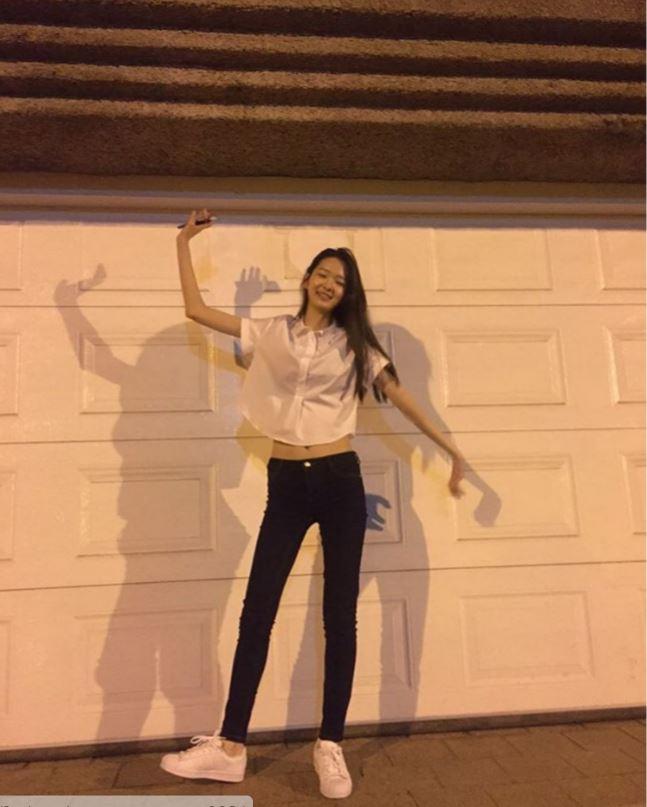 想要成為 YG Kplus model 沒有大長腿怎麼可以!不過這比例也太驚人了!更驚人的還在後面...