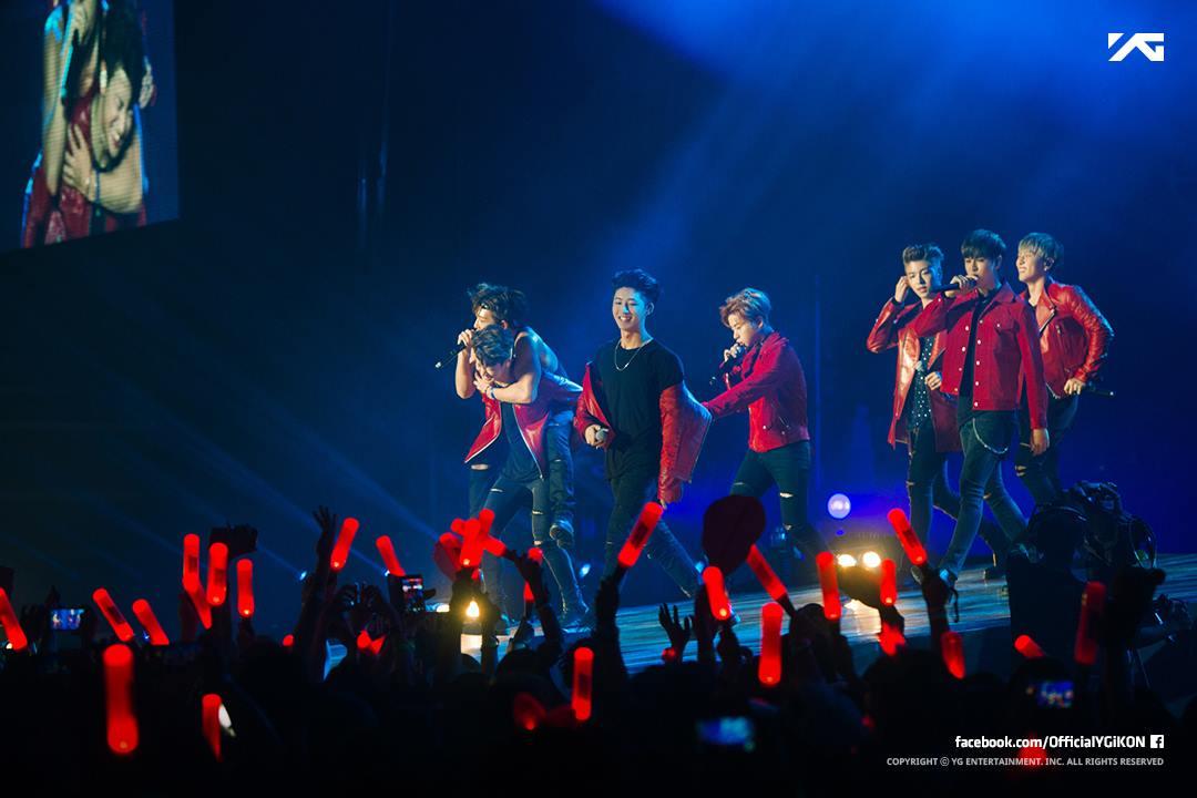 iKON粉絲則認為,好不容易開的演唱會,珍貴的演唱會票結果被WINNER粉絲佔據~因此也心生不滿