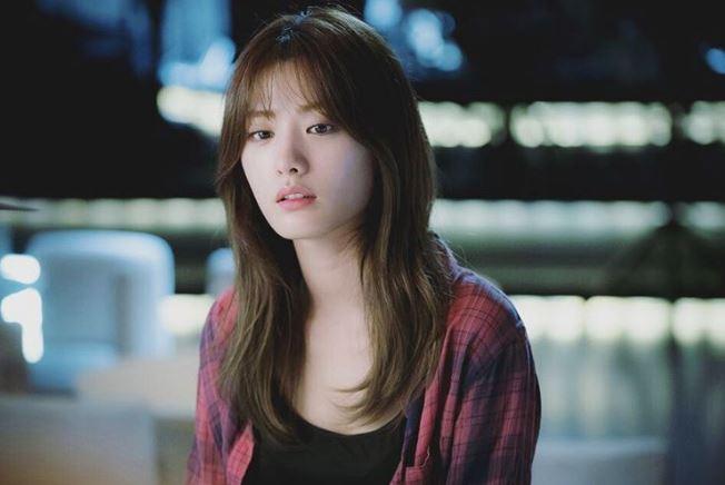 而且雖然劇中大膽起用After school出身的歌手Nana飾演戲份吃重的搜查官,但Nana在影后面前也依然掌握自己的節奏,演出劇中角色的氣勢這點,更是讓韓國的觀眾更新對Nana只是性感歌手的印象