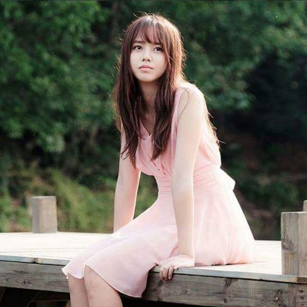 2.女神感粉紅飄飄裙 這不是奉八專門買給賢智的飄飄裙嗎!!真的女神感爆發阿~~