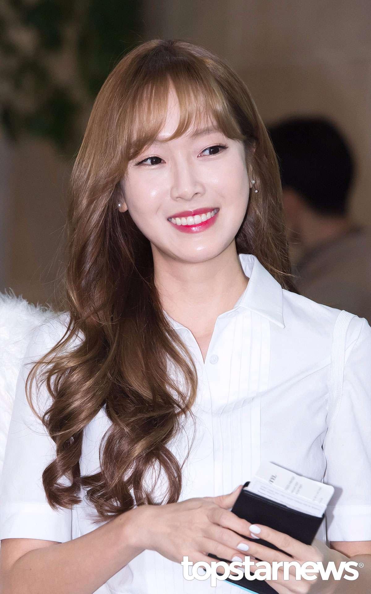 而且KBS審查之嚴格其實也不是第一回,先前Jessica 發行首專個人專輯時,由潔西卡親自作詞、參與作曲的主打《Fly》