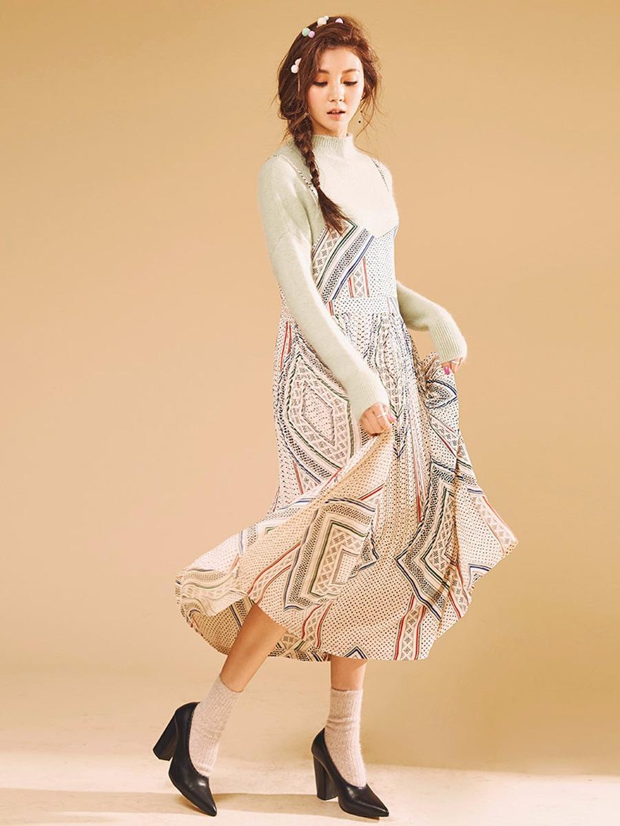 摩登少女表示有學到欸,原來薄紗搭配毛衣也會很漂亮,也完全沒有違和感呢..