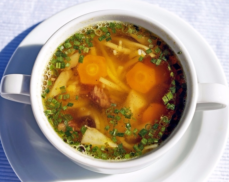 # 熱湯類 因為已經很晚吃東西了,這時就不太適合吃生冷食物做主餐,建議可以喝些清淡溫暖的湯品,不但有飽足感也會比較好入睡。
