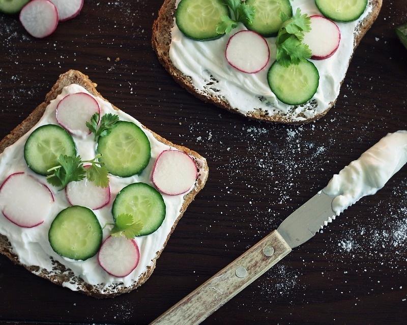 # 慢慢吃 許多容易發胖的體質都是因為吃東西太快而養成的,細嚼慢嚥絕對是減肥時一定要注意的事,也比較能好好品嘗到食物的美味