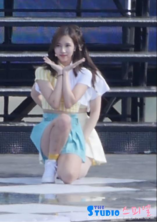 前幾天出席公演時,Mina腿和手臂上明顯的瘀青痕跡....