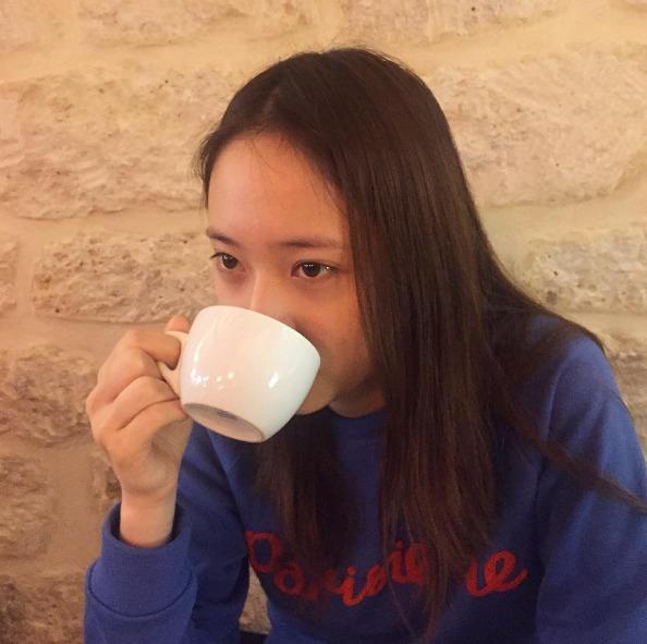 ▶ 喝杯熱飲 要睡個好覺很重要的一點就是要溫暖身體,所以大家常說睡前喝杯熱牛奶是真的有效的喔!除了牛奶之外,熱可可中的可可鹼成份也能幫助身體放鬆、平靜心情