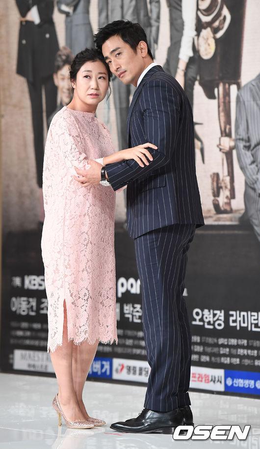 該劇以韓國歷史最悠久的手工西裝店月桂樹為背景,講述經營西裝店的家屬們之間發生的瑣碎事情。劇中一共會出現四對CP,其中又以羅美蘭和車仁表飾演的夫妻CP,最吸引觀眾的目光。