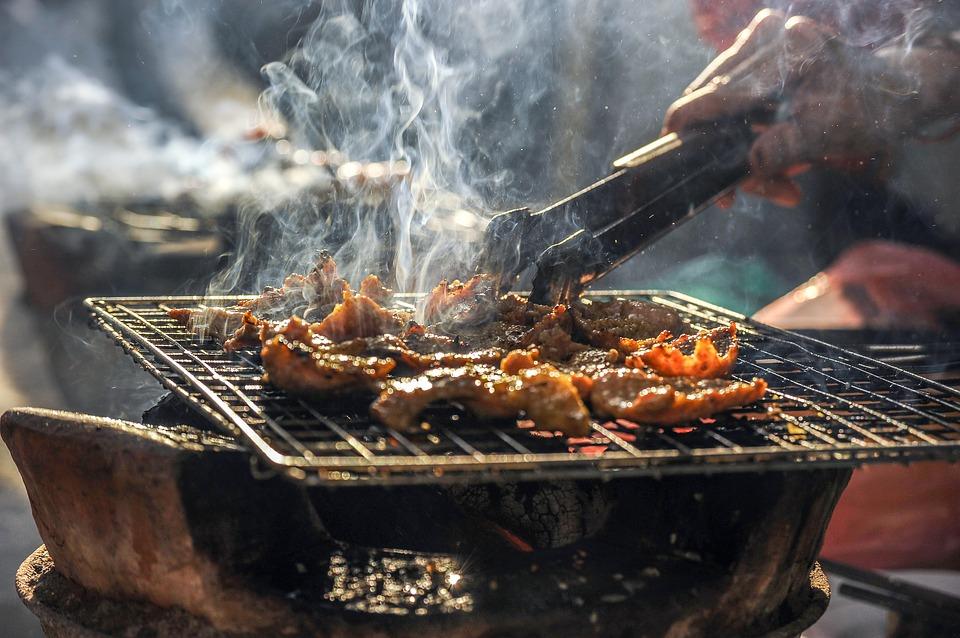 ▶烤焦食物別吃 炭烤食物雖然香氣十足但也很容易就會烤焦,而致癌物質也就將產生。無關肥胖但健康更重要,所以有焦黑的部分一定要剝除再吃比較好