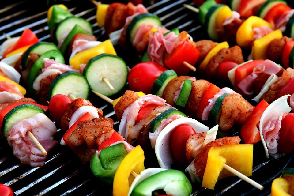 ▶搭配蔬菜 多攝取纖維質可以幫助身體代謝,像是生菜包肉等吃法,看看超愛吃烤肉的纖瘦韓妞就知道搭配蔬菜絕對是最好的選擇