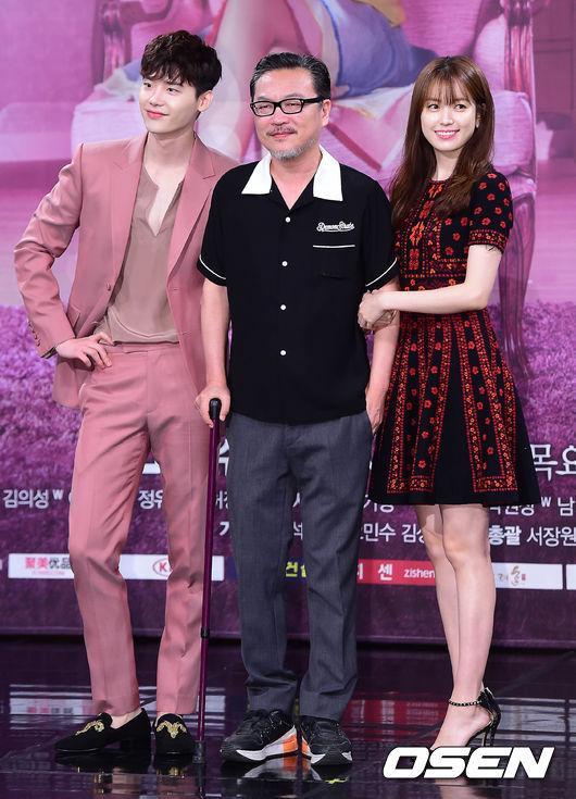 然而飾演妍珠爸爸的演員金義聖,因為這件事出面向觀眾們道歉…?到底是怎麼一回事呢?快跟著小編一起來看看吧!