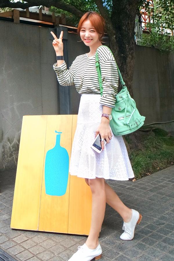 ✔鏤空透視裙 鏤空透視中裙會給人一種甜美的感覺,特別的美好卻不會讓人覺得膩,甜美和中性風格都可以有哦^^
