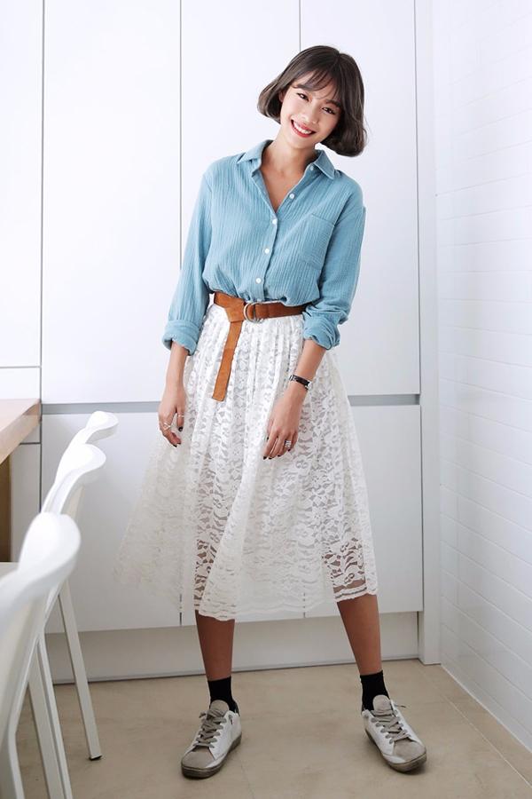 ✪ 襯衫永遠是對的 不知道怎麼搭配的時候,選襯衫永遠是對的。搭配一件質感好的牛仔襯衫或是白襯衫,不管紮進去還是放出來,效果都超好的!