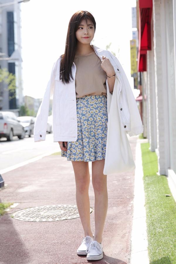 ✔印花裙 印花圖案的挑選非常考驗審美,如果面料不夠好的話,印花最好選擇小而精緻的,上衣越簡單越好,T恤+外套的組合就不錯^^