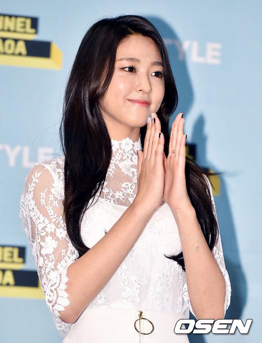 在被韓國媒體捕捉到兩人見面的照片後,雪炫的經紀公司FNC表示 Zico是在雪炫經歷困難時,在她身邊的依靠,而兩人因此發展出好感、關係親近。