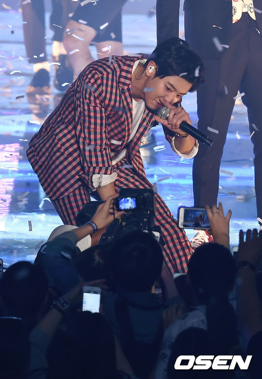 不過EXO最近因為還在打歌期,要休息可能不太容易…只能希望燦烈早日康復,快點回恢先前活力充沛的樣子吧!