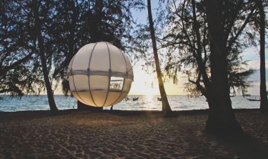 今天小編跟大家介紹一款英國設計的 最具度假風的「COCOON TREE」精靈球螢樹屋!