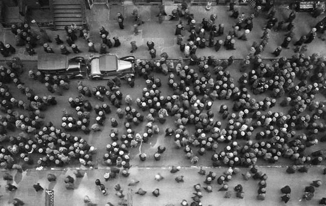 1939年 戴著帽子的人們充斥著紐約街頭