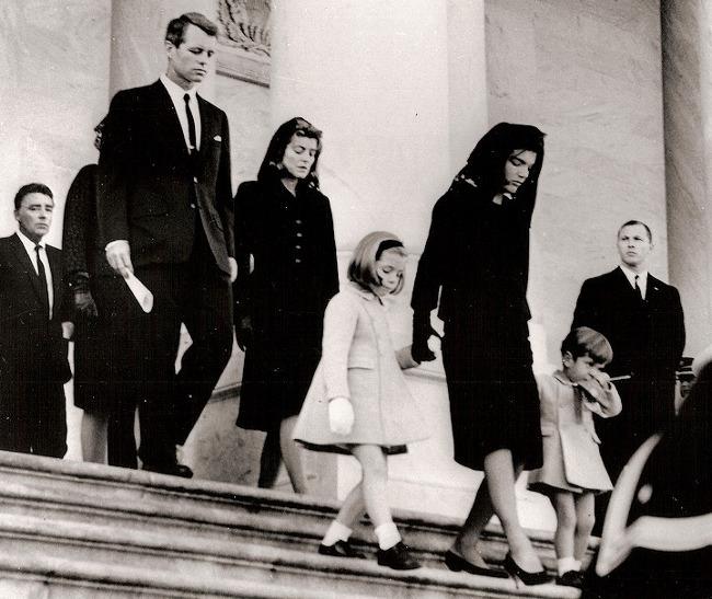 1963年 離開約翰·F·甘迺迪葬禮的甘迺迪家族成員