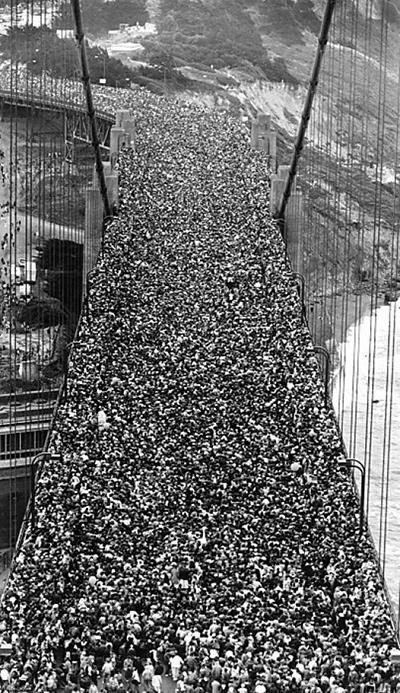 1985年 金門大橋開通50週年慶典活動 當天差不多30萬人經過金門大橋