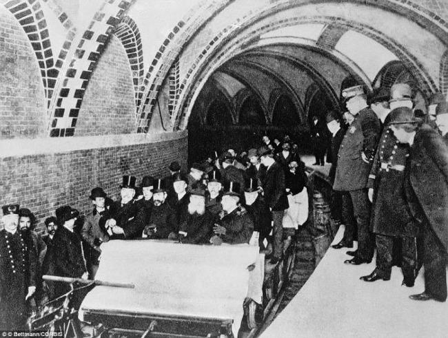 1904年 紐約地鐵迎來了第一批客人