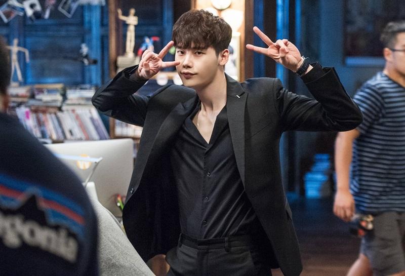 回想今年經典的韓劇作品,從年初的《太陽的後裔》到被稱為神劇的《W》,隱約可以感覺得到韓劇有了新的趨勢,撩妹的手法開始不一樣啦~~~