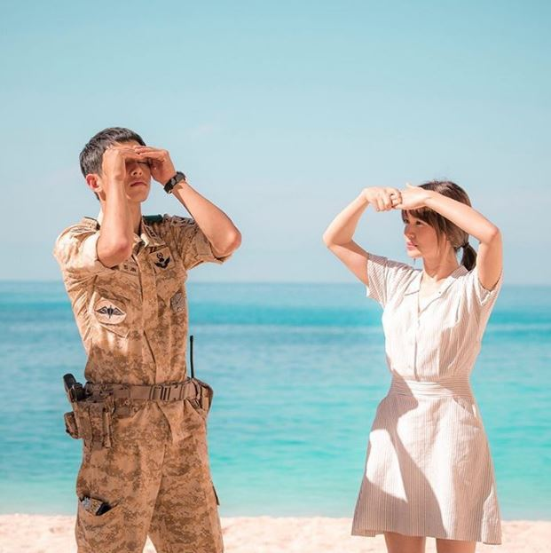 宋慧喬也回了一句:「軍人的話肯定也沒有女朋友囉?因為太累了」很明顯就是在確認對方有沒有愛人啊~~