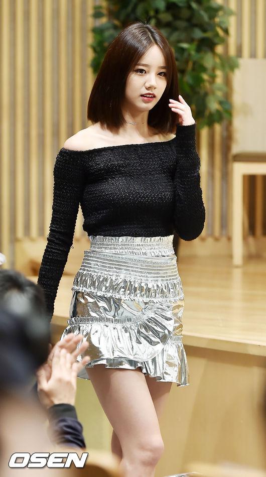 不只是珉雅~~~惠利的造型也被網友稱為是「造型師的創作天堂」 服裝都在考驗惠利的顏值...