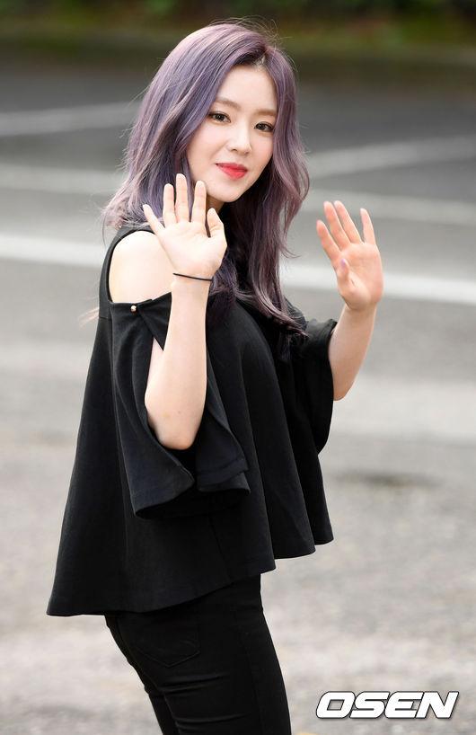 甚至連當天一起出演節目的歌手韓東根都表示「Irene太漂亮了,被驚歎到了,都不敢直視她了 」。