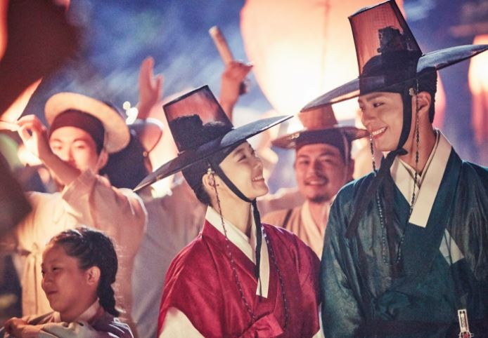 ✿TOP 1- KBS2《雲畫的月光》 話題佔有率:24.69% ➔上升1個名次 ※以19世紀的朝鮮為背景,講述朝鮮第23代君主純祖與純元王后的長子-李韺(朴寶劍飾),和一位以女扮男裝生活,因欠債被人賣去當宮中內侍的女性問題諮詢專家-洪羅溫(金裕貞飾),兩人在宮中的羅曼史。