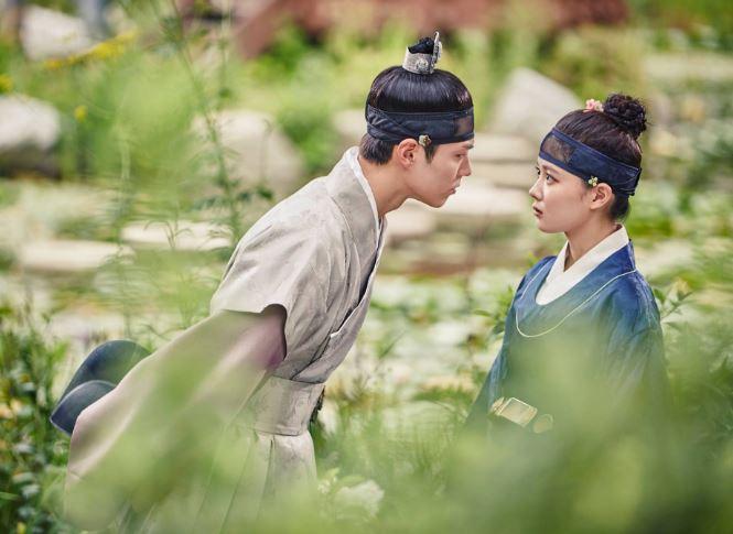 第一名果然是最近聲勢越來越大的《雲畫的月光》(撒花)雖然《月之戀人-步步驚心:麗》在韓國的收視不如預期,但還是很對海外觀眾的胃啊(笑)