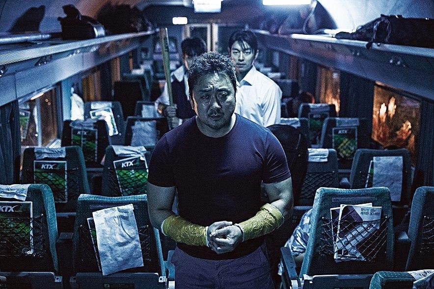 登登!沒錯~~這位男星就是最近在台灣以電影《屍速列車》,人氣大暴漲的大叔馬東錫,在電影中痛扁喪屍、拳頭威猛的他…