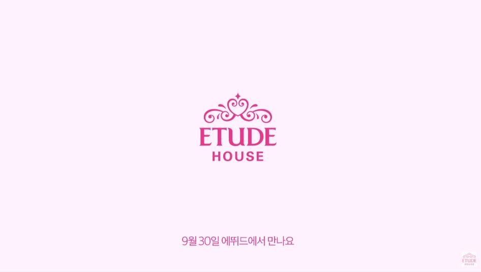 在廣告預告的最後,影片上寫道「9月30日在ETUDE見」,沒想到員工似乎誤傳,不小心公開了完整版的影片(?)