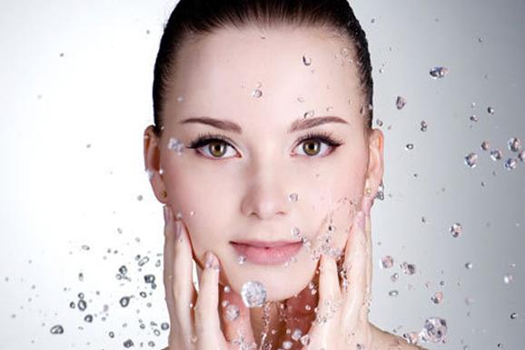 ☑ 保濕面膜對付皮膚乾燥問題 每天1次敷保濕面膜(注意是保濕面膜哦),到第五天,皮膚的水分含量就會變得比較滋潤啦!